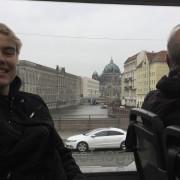 TOK BUSS: Sverre Jervell (21) tok buss for å koma seg unna den giftige bylufta.
